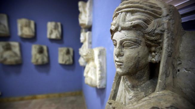 Část památek ze Syrské Palmyry, které byly zabaveny na černém trhu