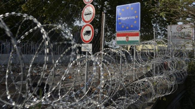 Podobný plot jaký dnes stojí na hranicích se Srbskem se má objevit i na hranicích s Rumunskem