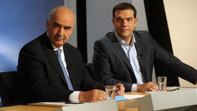 Alexis Tsipras a jeho rival Evangelos Meimarakis v předvolební televizní debatě