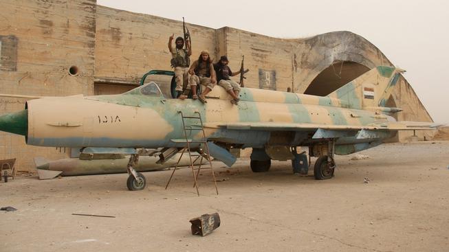 Islamisté dobyli leteckou základnu v provincii Idlib, kde postříleli 56 vládních vojáků