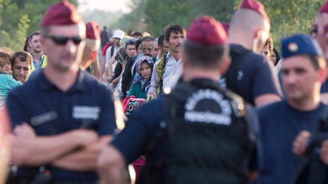Maďarské hranice zatím hlídají policisté