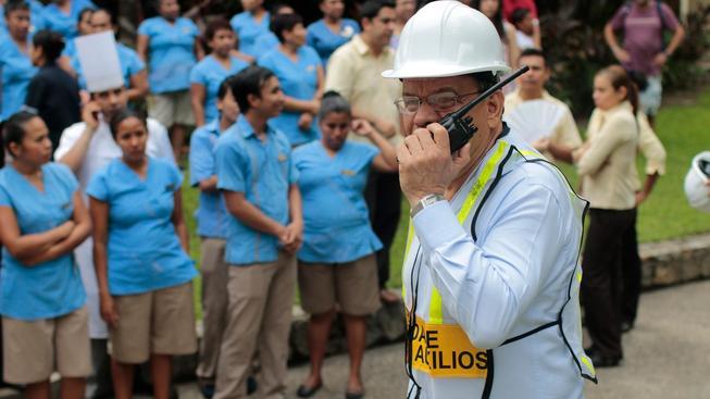 V Mexické metropoli lidé nacvičovali, jak se zachovat při zemětřesení