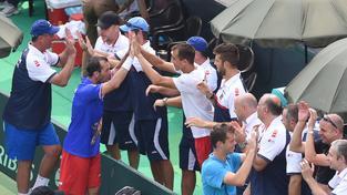 Radost českého týmu po vítězné čtyřhře v baráži proti Indii