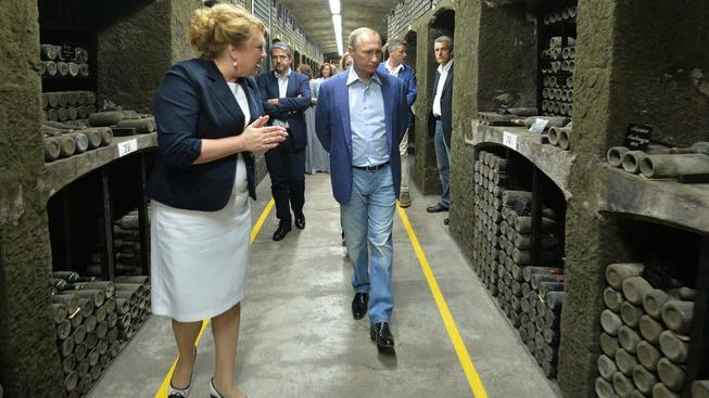 Vladimir Putin při návštěvě krymského vinřství