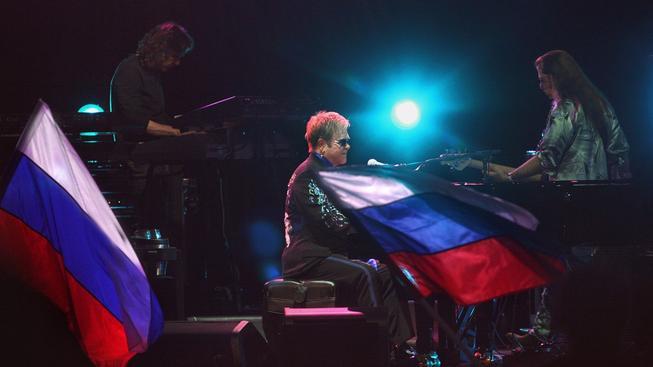Elton John na koncertě v Rusku