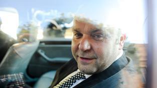 Podnikatel Radovan Krejčíř měl útěk naplánovaný do nejmenších detailů, včetně zajištění helikoptéry a luxusního auta, které by ho dovezlo přes hranice