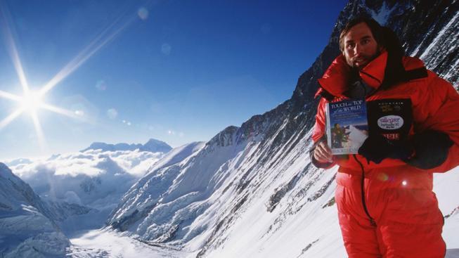 Američan Erik Weihenmayer e prvním nevidomým, která pokořil Everest. Nepálská vláda chce podobným hazardům zabránit
