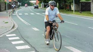 Exposlanec David Rath má na cyklostezce u Valdeku pamětní ceduli