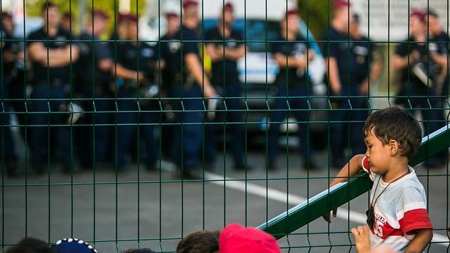 Maďarské hranice by měli pomoci chránit i čeští vojáci a policisté, slíbila vláda