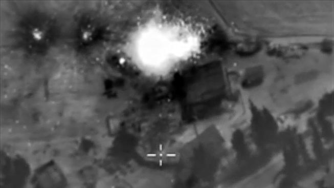 Bombardování syrských cílů z ruského letadla