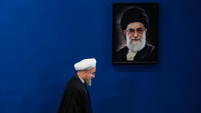 Rúhání míjí portrét ajatolláha Chameneího