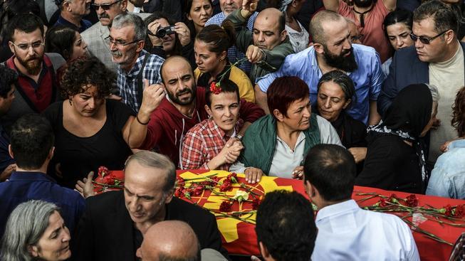 Začaly pohřby obětí sobotního atentátu