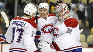 Torrey Mitchell, Tomáš Fleischmann a Carey Price se radují z výhry Montrealu
