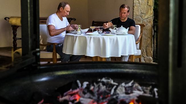 Putin a Medveděv ve volných chvilkách u čaje