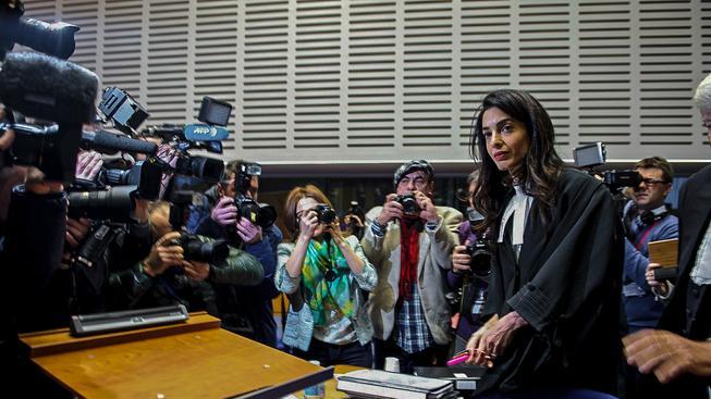 Amal Clooneyová u soudu s Perincekem