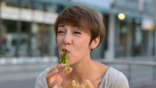 Zhruba třetinu vegetariánů v opilosti popadá chuť na maso (ilustrační snímek)