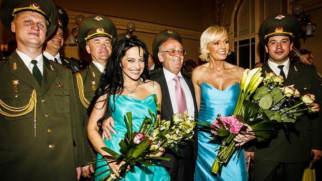 Lucie Bílá a Helena Vondráčková s Alexandrovci na Žofíně v roce 2006