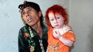Hysterii způsobil případ dívky Marii, kterou vychovával cizí romský pár v Řecku. Na snímku se svou biologickou matkou
