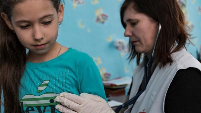 Pracovníci organizace Lékaři bez hranic musí okamžitě opustit doněckou oblast. Na východě Ukrajiny pracovali od roku 2011