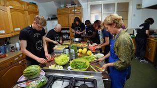 Smithův restaurační projekt Real Junk Food Project se rozšířil po celém světě