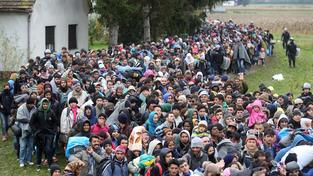 Do Evropy proudí nekonečné davy uprchlíků