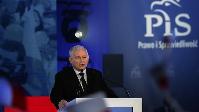Může se z Kaczyńského stát polská verze Orbána?
