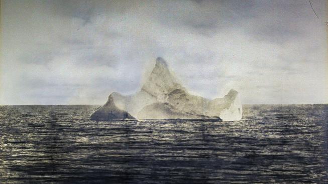 Tento ledovec se stal Titaniku osudným. Jeho fotka se vydražila za v přepočtu 790 tisíc korun