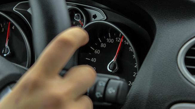 Za vysoké překročení maximální rychlosti chce ministerstvo dopravy udělovat vyšší tresty (ilustrační snímek)