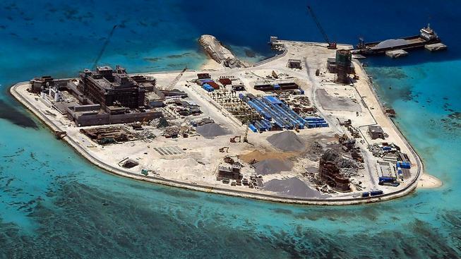 Čínská stavba na Spratleyho ostrovech zaznamenaná filipínskou armádou