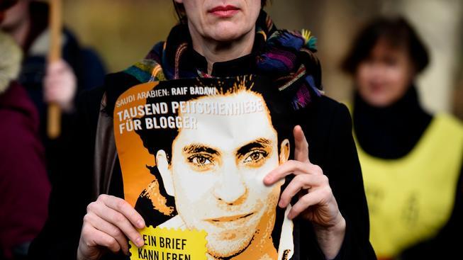 Sacharovovu cenu za svobodu myšlení dostal saúdskoarabský bloger Raíf Badáví, který je odsouzený k 10 letům a 1000 ranám bičem