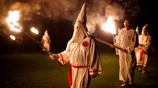 Anonymous odtajní identitu 1000 členů a příznivců rasistického hnutí Ku-klux-klan