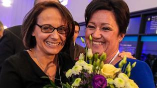 Dámy Adriana Krnáčová (vlevo) a Radmila Kleslová se v láce příliš nemají, to jejich spory prý odstartovaly magistrátní krizi