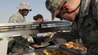 Vojáci toho sní hodně, jsou tedy ideálními zákazníky restaurací (ilustrační snímek)