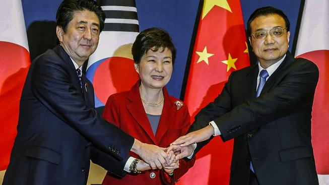 Představitele trojice asijských mocností na společném summitu