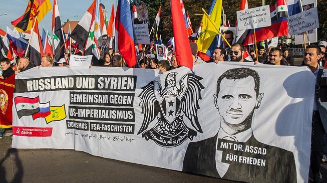 Odpor k Asadovu režimu v Evropě není zdaleka tak jednoznačný, jak ukázala mimo jiné víkendová demonstrace v Berlíně. Sešlo se na ní ale jen na 200 lidí