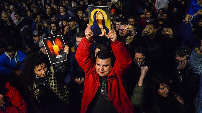 Demonstranti požadovali demisi premiéra