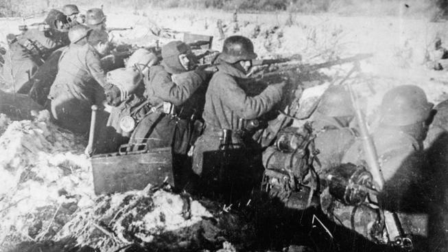 Španělští dobrovolníci z Modré divize na východní frontě. Dobová fotografie