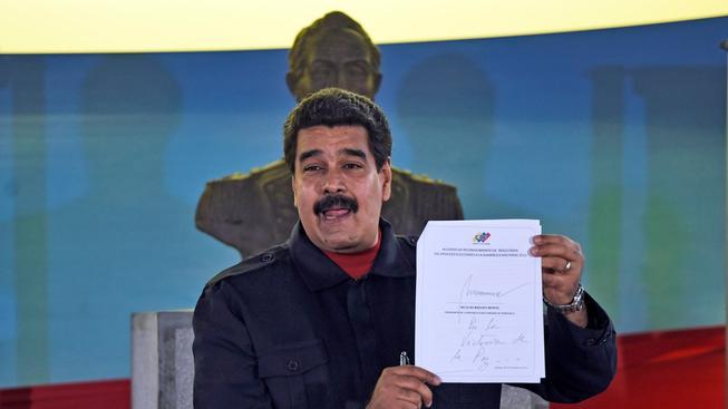Venezuelský prezident Nicolás Maduro slíbil, že když neuspěje, oholí si svůj typický knír