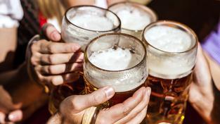 Nejvíc alkoholů překvapivě nevypijí Češi