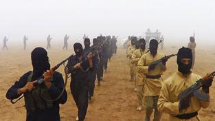 Bojovníci Islámského státu na propagandistickém záběru zveřejněným IS