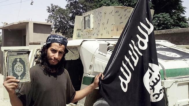 Belgičan Abdelhamid Abaaoud (na snímku), který podle policie stojí za pařížskými útoky, poslal na převýchovu do Sýrie svého 13letého bratra