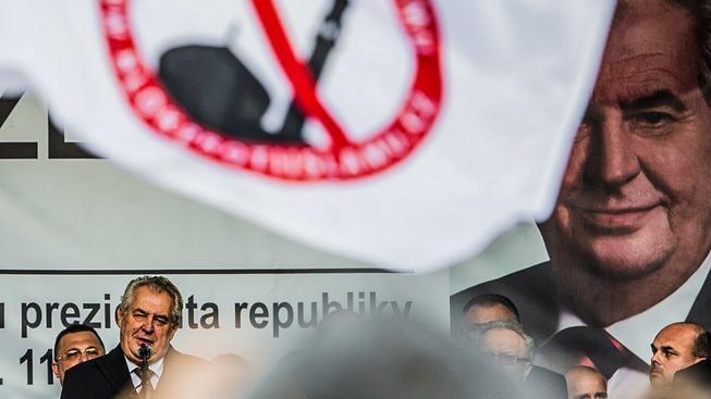 Prezident Miloš Zeman během protiislámské demonstrace na 17. listopadu