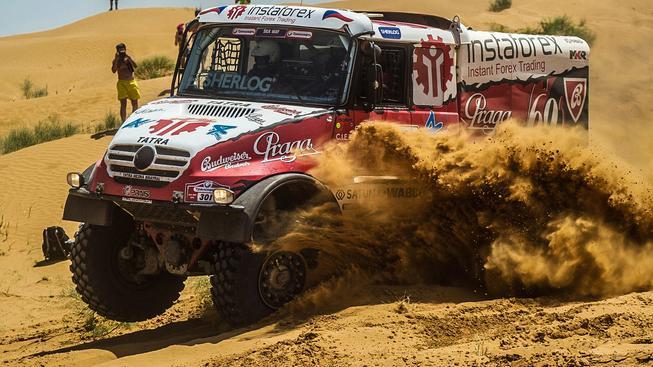 Aleš Loprais skončil na posledním Dakaru čtvrtý, stupně vítězů obsadily tři posádky ruského týmu Kamaz