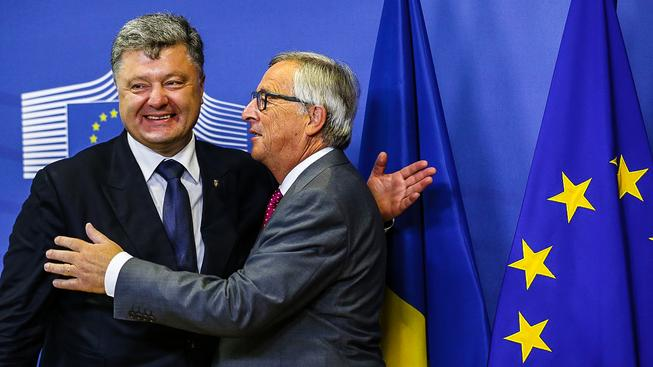 "Porošenko byl jednou nohou v Evropě, už když si ho Juncker ""osahal"""