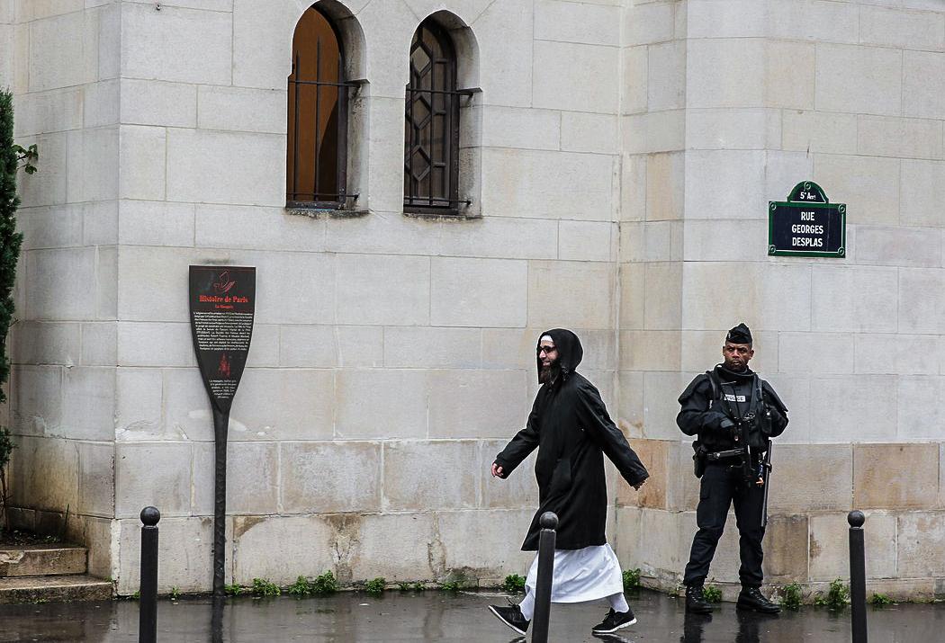 Komentář: Evropa otevřela supermarket pro teroristy. Nevěříte?