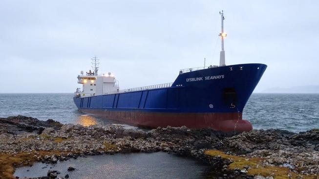 Ruský důstojník byl tak opilý, že si nevšiml, že loď míří v plné rychlosti na skaliska
