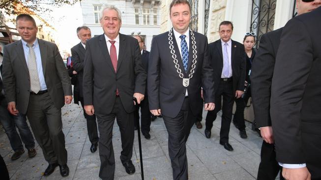 Opavský primátor Martin Víteček doprovází prezidenta Miloše Zemana během jeho návštěvy Moravskoslezského kraje