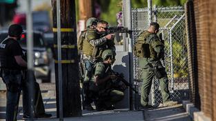 Jednotka SWAT zasahuje v San Bernardinu