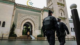 Francouzská policie tři mešity už zavřela