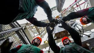 Zaměstnanci ropného zařízení společnosti Bělorusněfť v Homelské oblasti
